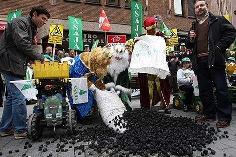 ¿De dónde proviene que los Reyes Magos traen carbón a los niños malos en vez de juguetes?
