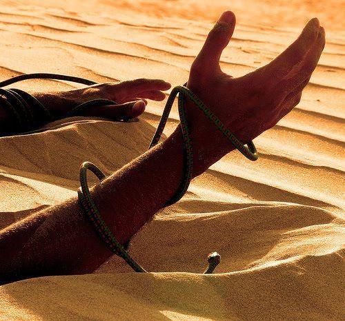 ¡Oh, vaya!¡Te has caído por unas arenas movedizas y no puedes salir de ellas!
