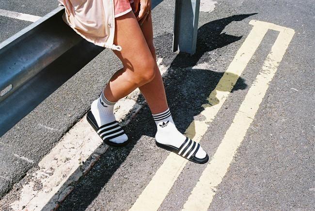 ¿Estarías con alguien que usara chanclas y calcetines?