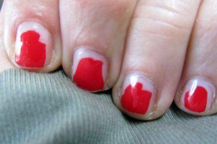 ¿Estarías con alguien que llevara siempre el esmalte de uñas desconchado?