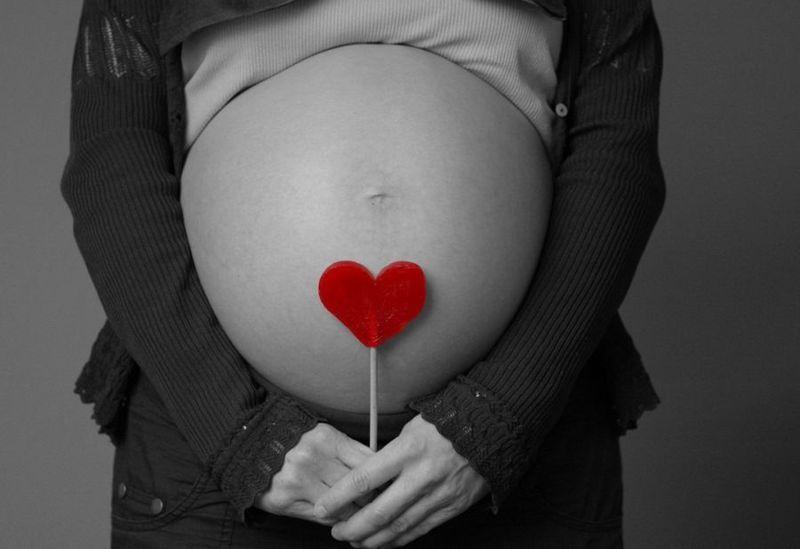 Eres un juez y te encuentras un caso donde una menor quiere abortar y mientras que su novio y sus padres no. ¿Qué haces?