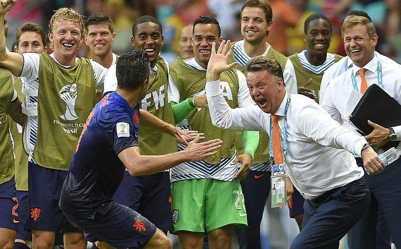 ¿Cómo entrenador de la selección neerlandesa, a qué selección venció con mayor goleada en el mundial de Brasil?