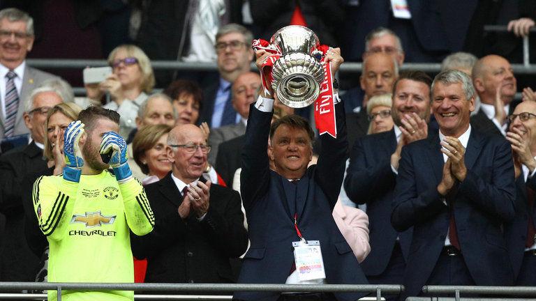 ¿Con qué equipo ha ganado como entrenador más títulos nacionales e internacionales?