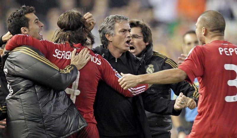 Un apretado duelo como visitante se resolvió con goles de Benzemá, Sergio Ramos y Cristiano. ¿De qué partido se trata?