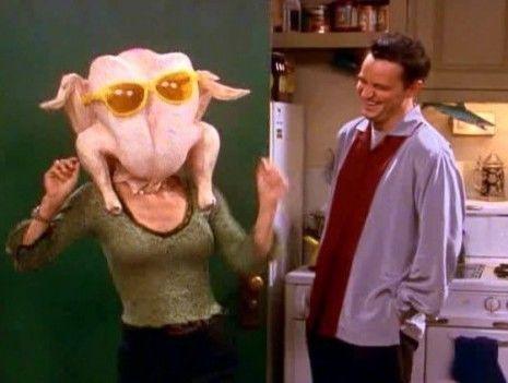 Tras un robo en su piso, ¿Qué es lo único que llegan a tener Joey y Chandler?