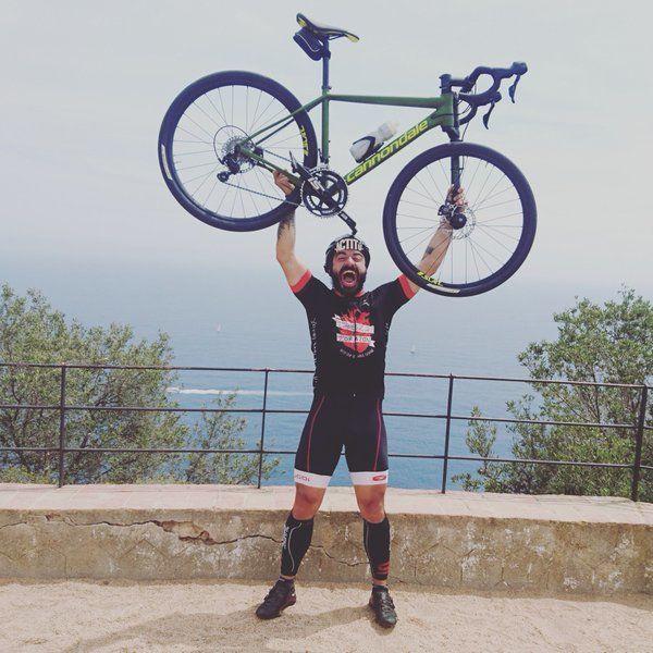 ¿Cómo le llama a la bici que puede ir por carretera y montaña?