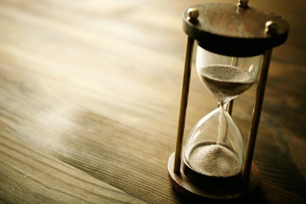 ¿Cuál es el periodo mínimo de tiempo que debe transcurrir para que una persona celíaca tenga síntomas tras haberse intoxicado?