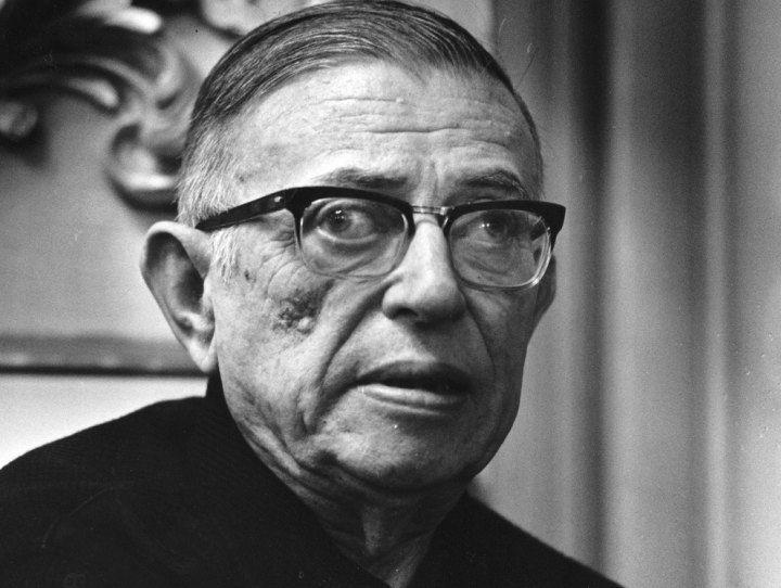 Sigue la letra: Ya lo dijo Sartre un anticomunista es...