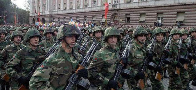 Efectivamente! Los comunistas están aquí y llegarán en breve.