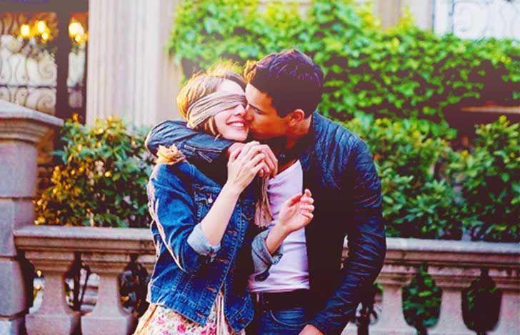 Estás en público y tu pareja te besa, ¿qué haces?