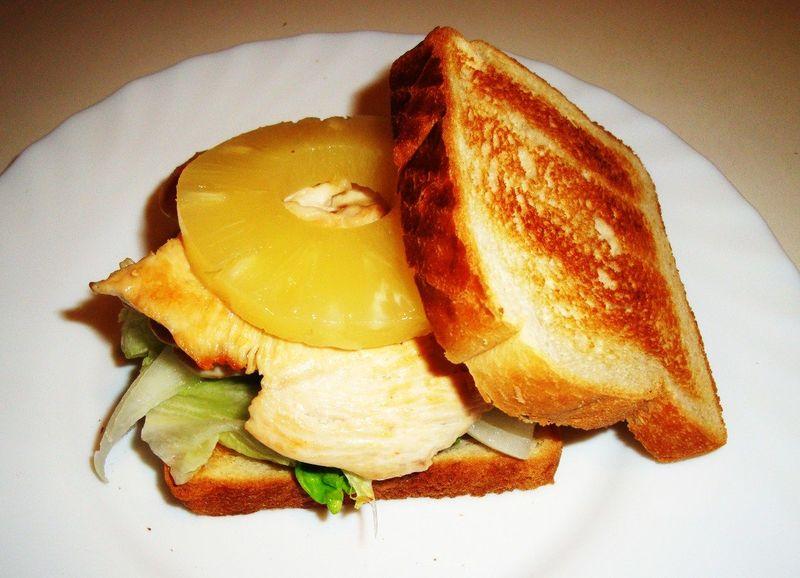 ¿Piña en los sándwiches?