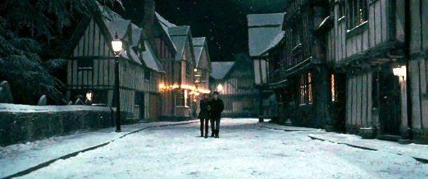 ¿Qué es lo que ven los muggles en el valle de Godric donde hay un monumento a la familia Potter?