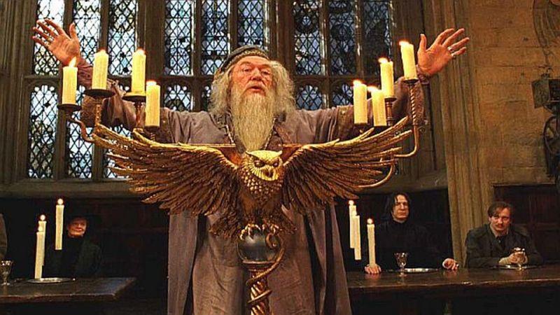 ¿Antes de ser director qué asignatura enseñaba Dumbledore?