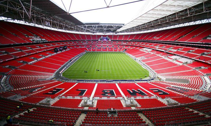 ¿Cuál fue el estadio que albergo la primera final de este torneo?