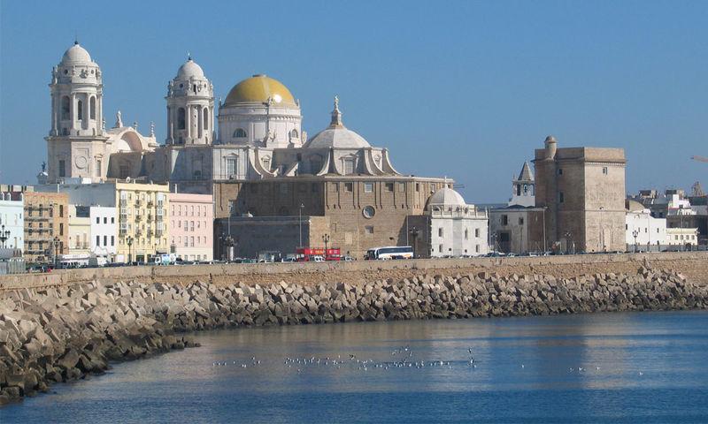 ¿Cuál de estos nombres no ha recibido Cádiz a lo largo de su historia?