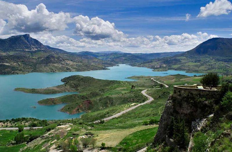 ¿Cuál de estos municipios no forma parte del Parque Natural de la Sierra de Grazalema?