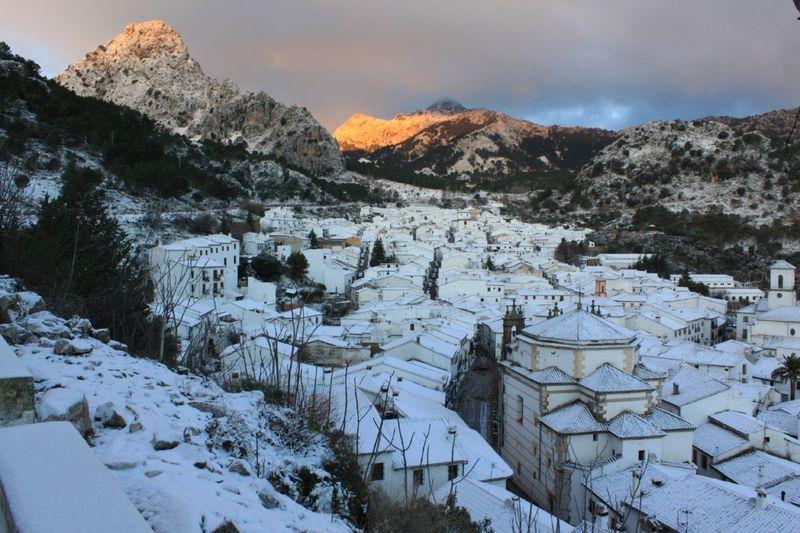 ¿En qué pueblo de la sierra de Cádiz suele ser una de las zonas que más cantidad de lluvia cae de gran parte de España?