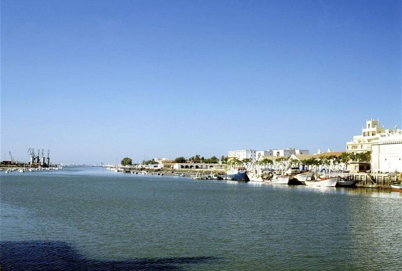 ¿Cuál es el principal río que transcurre por la provincia de Cádiz?