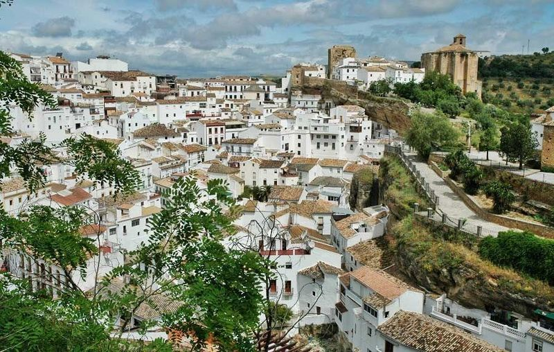 ¿Cuántos pueblos de Cádiz forman la famosa ruta de los pueblos blancos?