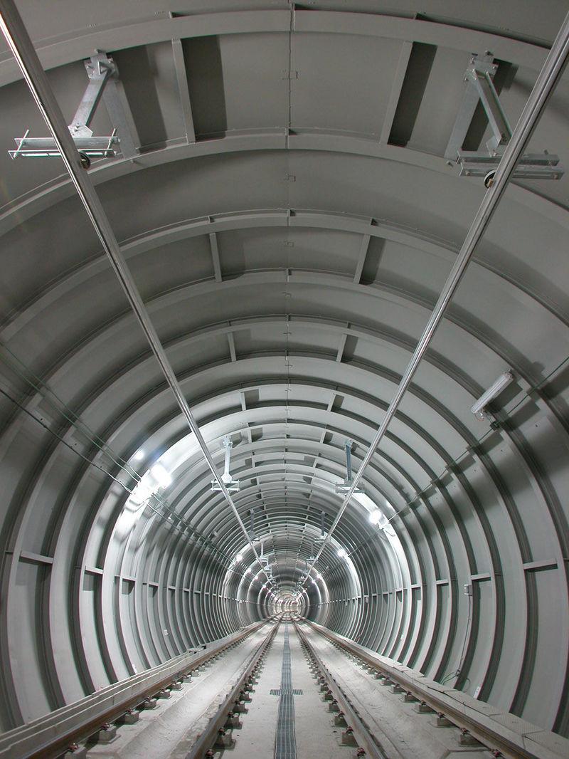 El antíguo túnel que comunicaba 'Argüelles' con la antigua estación de 'Moncloa' se le llama