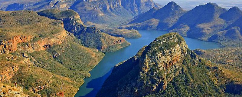 ¿Donde se ubican los montes Drakensberg?