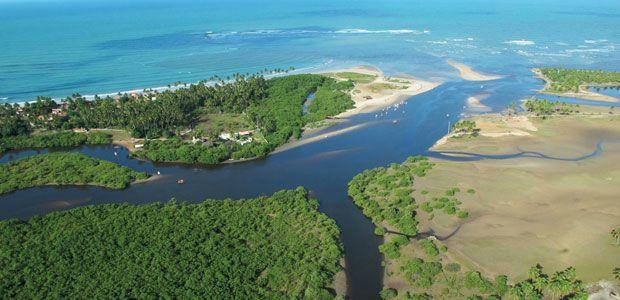 Es el estuario de un río.