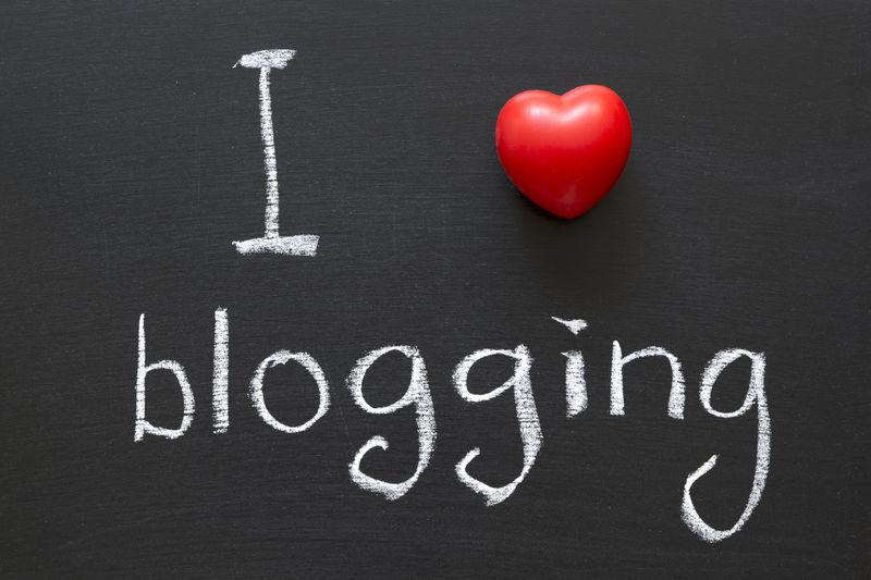 ¿Alguna vez has escuchado o utilizado los términos bloggear, shippear o farmear?