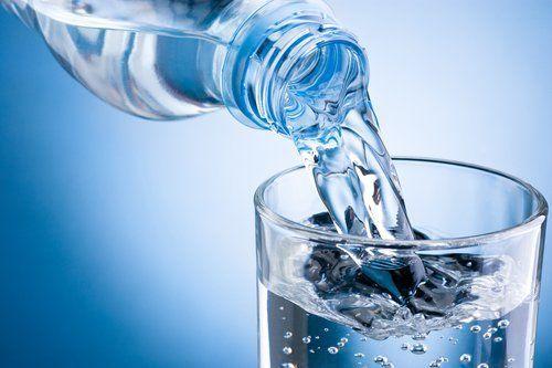 ¿Qué prefieres? ¿Agua con gas o sin gas? ¿Natural o bien fresquita?