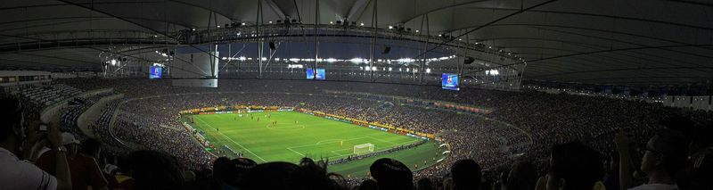 ¿Qué estadio tuvo la mejor asistencia de espectadores en una final?