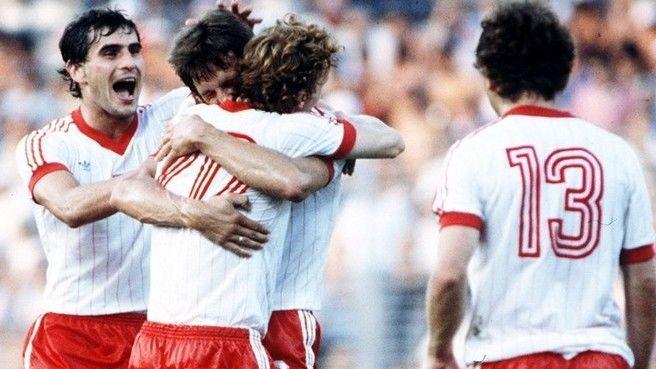 Polonia ha estado entre las cuatros mejores selecciones en dos ocasiones, ¿En qué años?