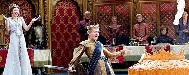 ¿Durante la boda púrpura quién regaló un broche de oro rojo en forma de escorpión al rey Joffrey?