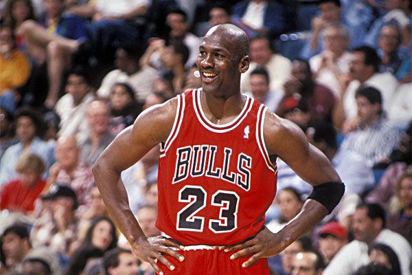 ¿A qué universidad fue el mítico jugador de baloncesto Michael Jordan?