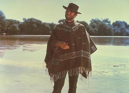 ¿En qué pidió Sergio Leone que se inspiraran para hacer el bordado del poncho de Clint Eastwood?