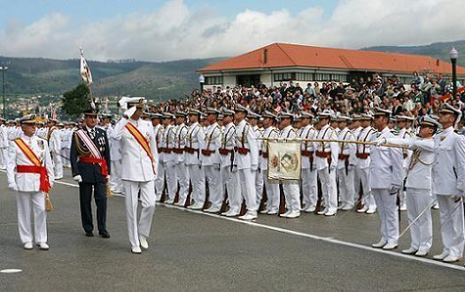 ¿Quién tiene el mando supremo de la Armada?