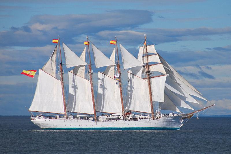 ¿Cuál es la bandera de proa de los buques españoles?