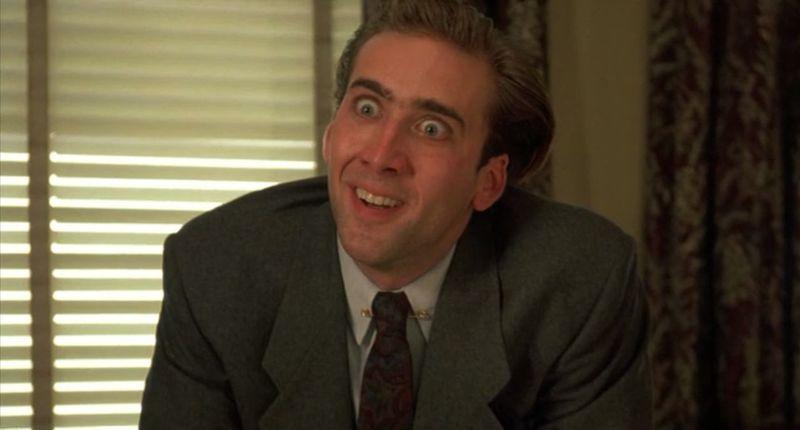 Acabas orinándote encima y te mandan al despacho del director. Descubres que el director es Nicolas Cage. ¿Cómo reaccionas?