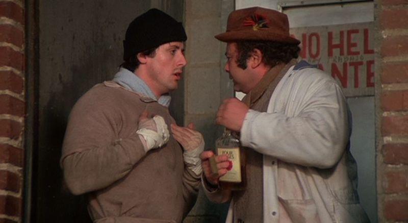 ¿Qué le vende Rocky a Paulie en la primera película?