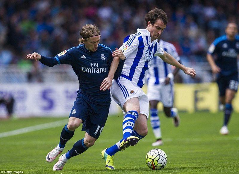 ¿Qué jugador fue decisivo en dos visitas consecutivas del Real Madrid en el campeonato nacional?