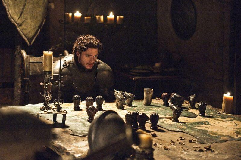 ¿A quiénes envía Robb Stark a la Atalaya de Aguasgrises con los documentos de su posible sucesión?