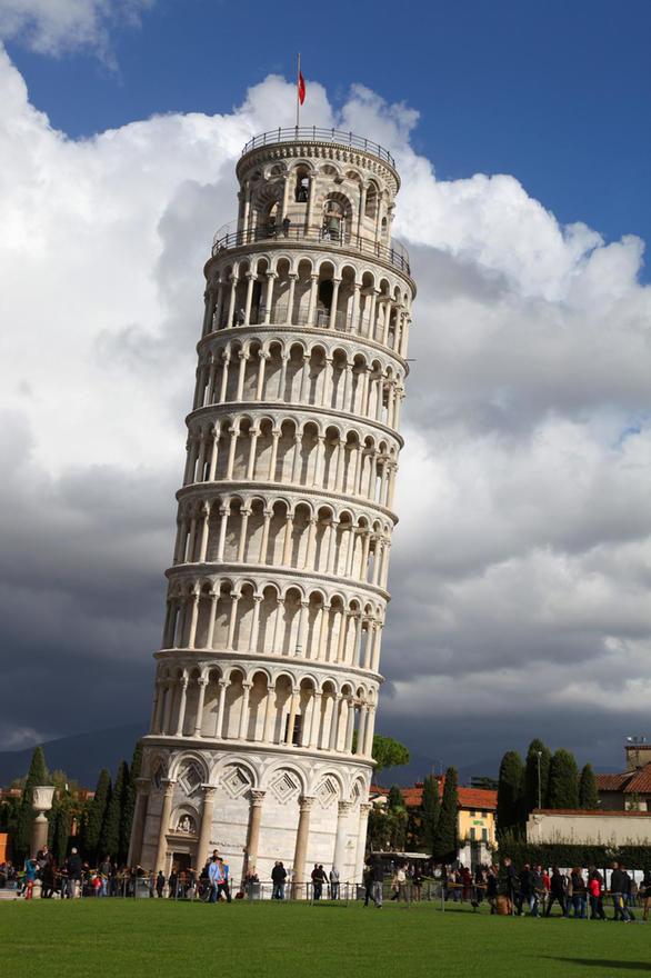¿Cuánto mide la torre de Pisa?