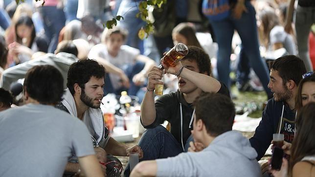 ¿Quién te dió a probar tu primera bebida alchólica?