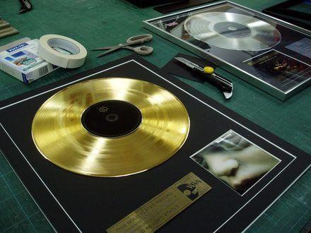 ¿Gracias a qué álbum ganaron estos grades su primer disco de oro?