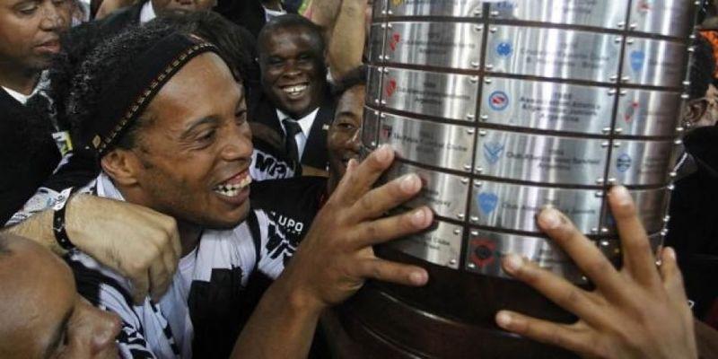 Ronaldinho conquistó la Libertadores en el año 2013, ¿En qué club jugaba?