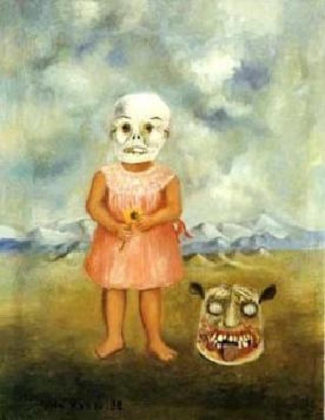 Niña con mascara de muerte