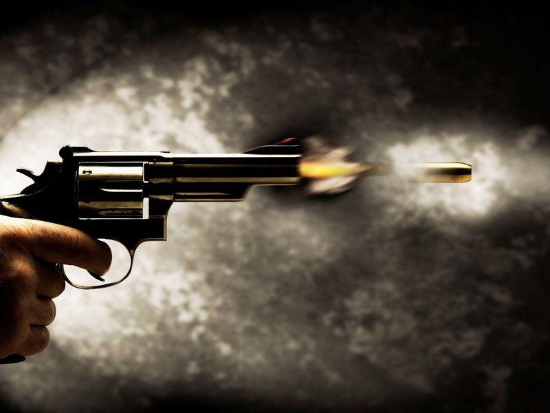 En Wisconsin , una ley dispone que un hombre no debe jamás disparar un arma al aire cuando su mujer tiene un orgasmo