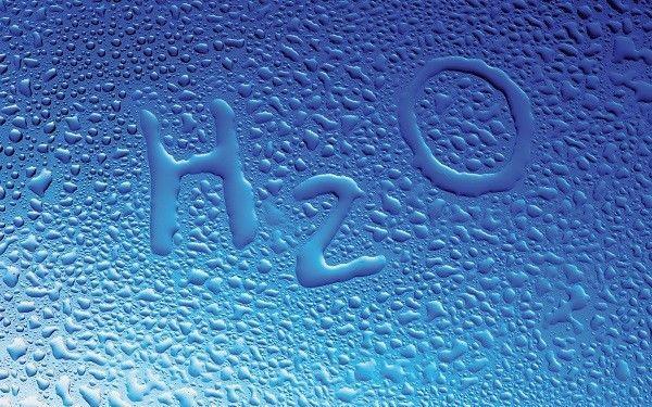 ¿Es posible transportar agua en un colador?