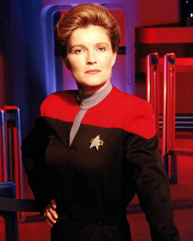 ¿Con quién hizo una alianza Janeway para enfrentar a la Especie 8472?