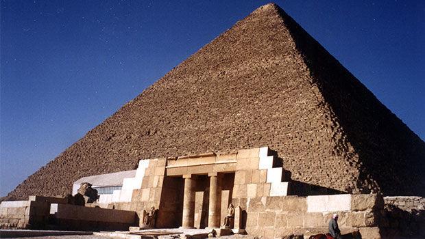 En 2017, la pirámide más grande (en términos de superficie) puede encontrarse en Egipto.