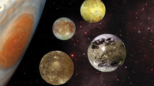 ¿Cuál de las lunas de Júpiter tiene una superficie de agua congelada?