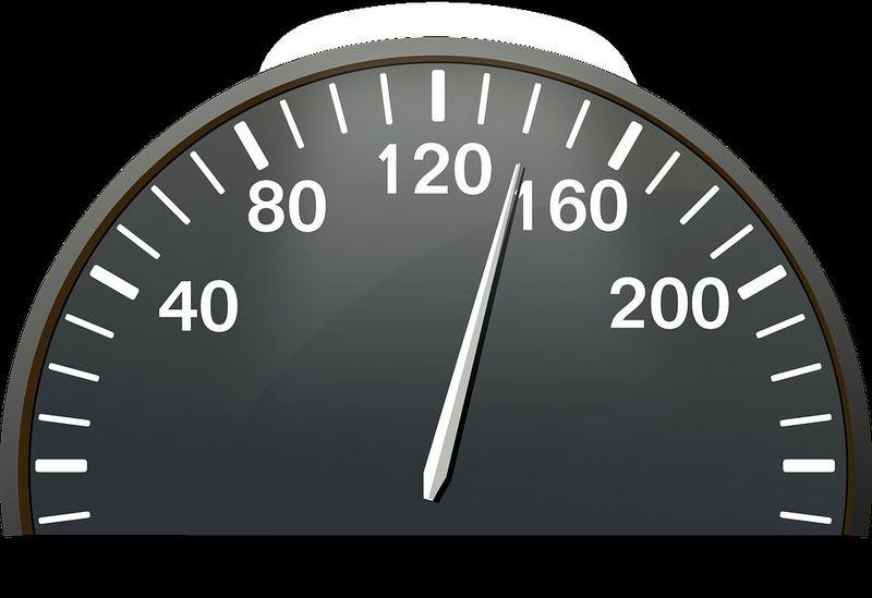 EXTRA: Si viajas dentro de un vehículo a 120 KM/H, ¿Cuánta distancia recorrerás en 1 minuto?